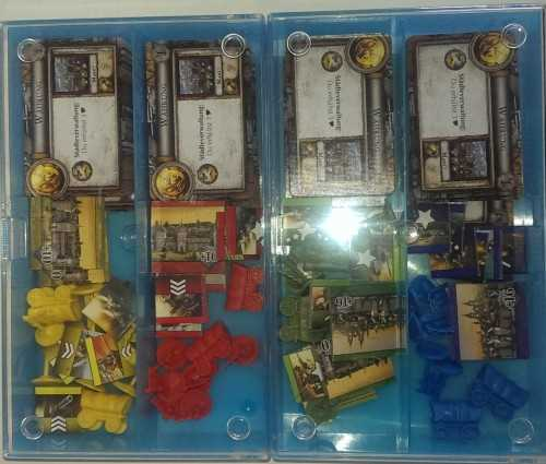 Conradboxen mit den Materialien der Spieler