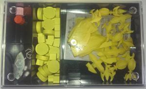 Box mit Materialen für den gelben Spieler
