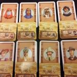 Camel Up, das Spielmaterial der 8 Spieler.