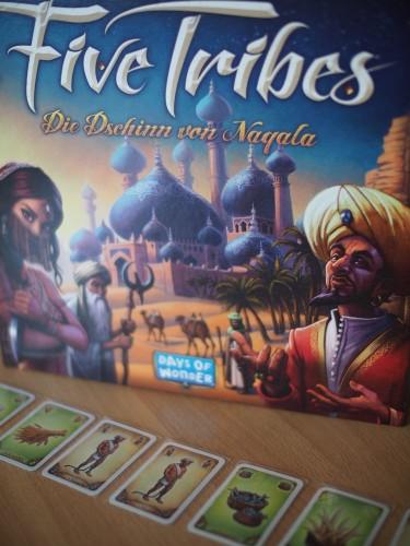 Spielecover und Marktangebot mit Sklaven