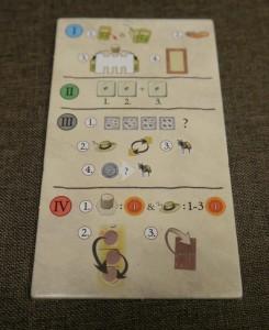 Die Spielhilfe nutzt die Symbolsprache des Spiels und gewährt den nötigen Überblick über den Rundenablauf.