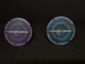 System Discs Rückseite. Links: Erweiterung, Rechts: Grundspiel.
